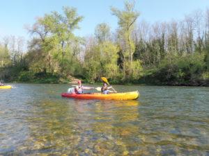 canoë kayak a la base nautique de chames en ardèche partenaire de vallon tourisme